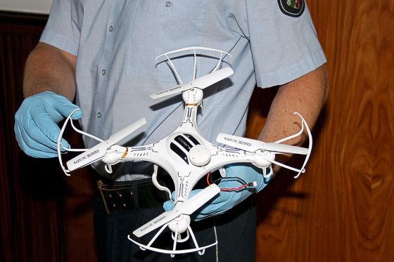 Drohne knallt in Windschutzscheibe