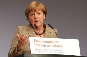 Merkel k�ndigt E-F�rderung an