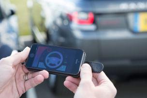 Smartphone steuert SUV