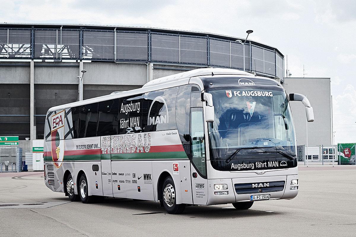 Die Mannschaftsbusse der Fußball-Bundesligisten