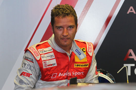 DTM 2010 - 02.07.2010 - Norisring Nürnberg / Nuernberg .   Hitze, Hitzeschlacht . Timo Scheider (Audi Sport Team Abt) schwitzt mit hochrotem Kopf und wird kurz danach mit einem nassen Handtuch abgekühlt.
