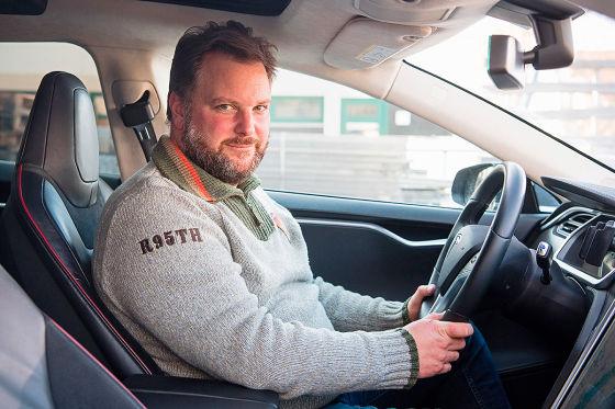"""Tesla-Retter ein """"Held der Straße"""""""