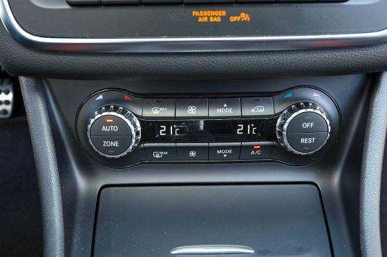 Tipp: Die Zweizonen-Klimaautomatik kostet im Paket mit Sitzheizung und beheizter Scheibenwaschanlage 928 Euro.