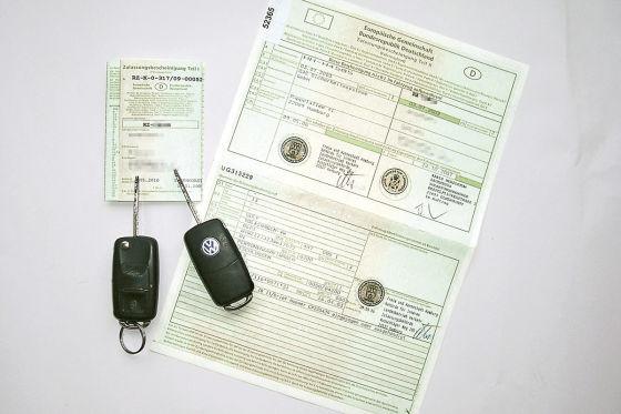 Fahrzeugschein und Fahrzeugbrief