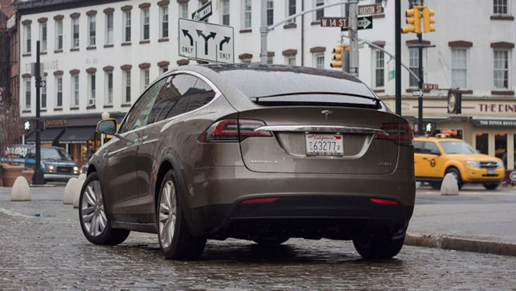 Video: Tesla Model X P90D (2016)