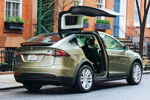 So f�hrt der Tesla-Van mit 773 PS