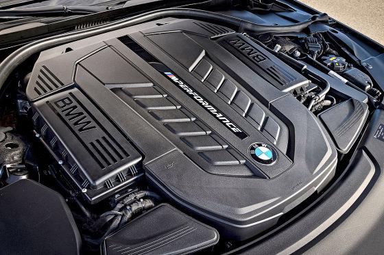 BMW M760Li xDrive  !!! SPERRFRIST  05. Februar 201700:01 Uhr !!!