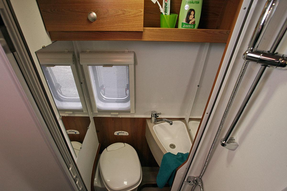 vantourer 600 l activ im wohnmobil test bilder. Black Bedroom Furniture Sets. Home Design Ideas