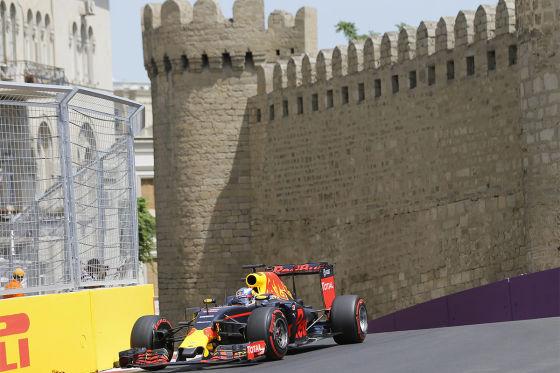 Hamilton landet in der Mauer