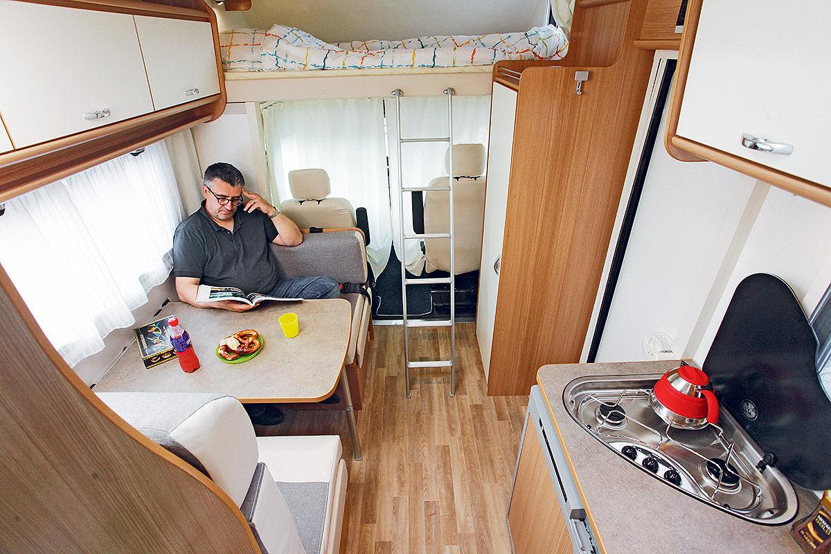 drei g nstige alkoven im wohnmobil test bilder. Black Bedroom Furniture Sets. Home Design Ideas