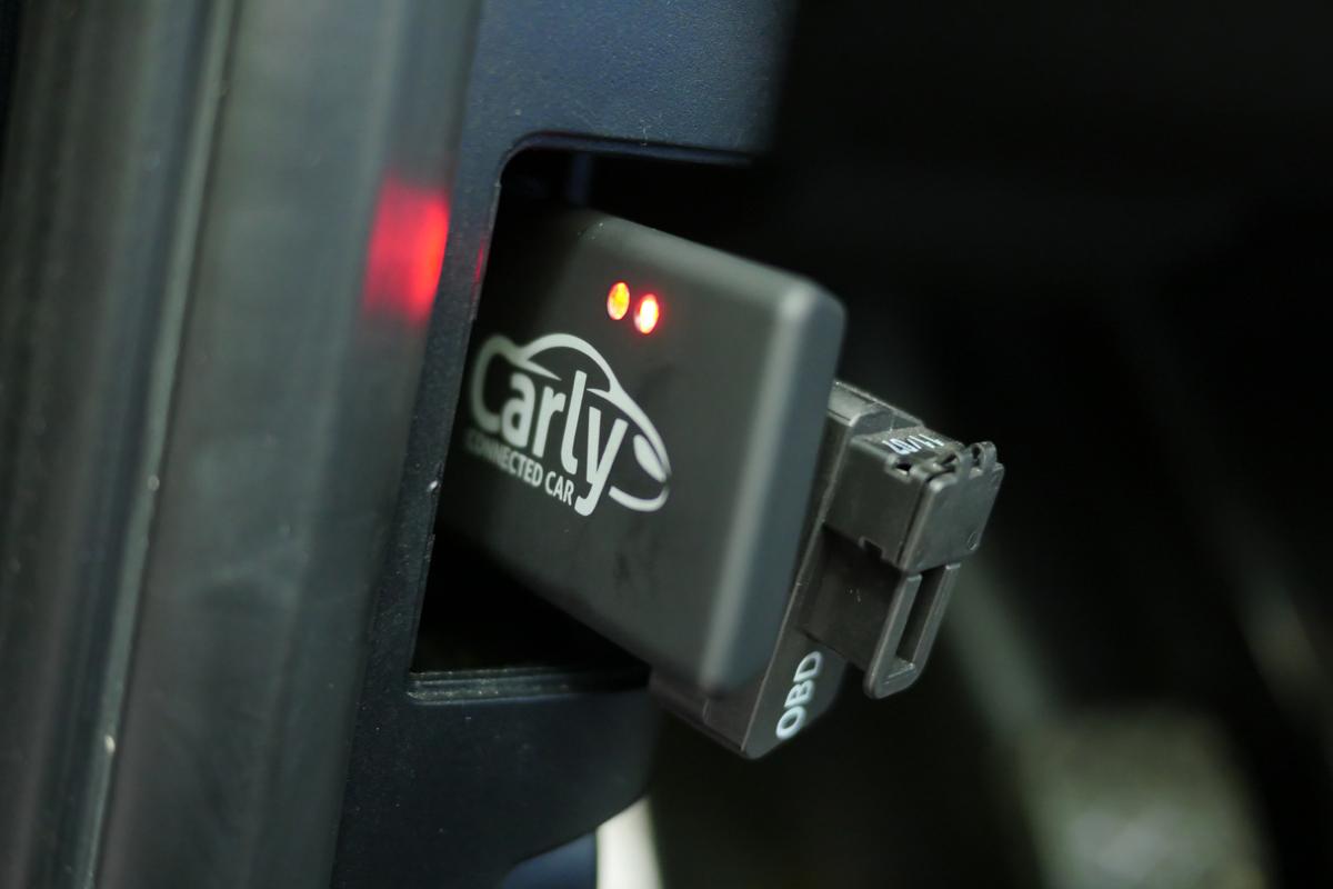 Carly-Adapter im OBD-Port