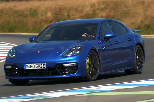 video porsche panamera turbo s e hybrid 2017. Black Bedroom Furniture Sets. Home Design Ideas