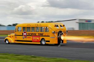 Schulbus als Jet-Dragster: Faszination