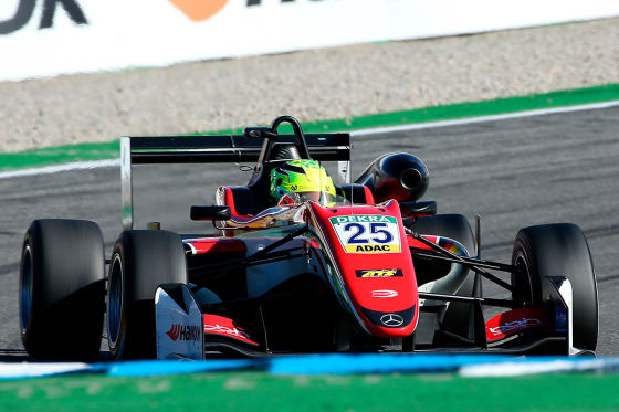 Schumi IV fährt erstes Autorennen