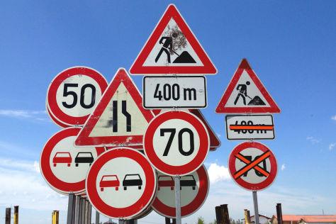 Worauf weist dieses Verkehrszeichen hin