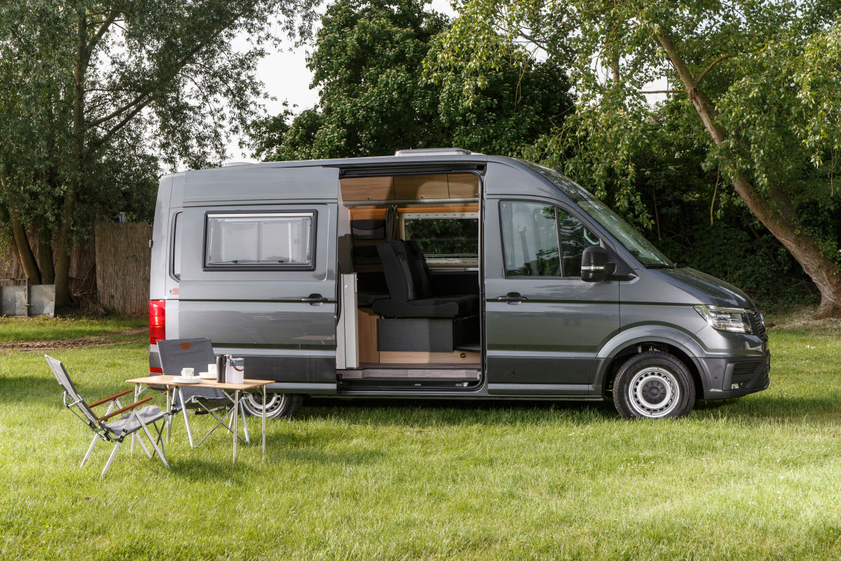 vw crafter als camper ausbau von reimo 2018 bilder. Black Bedroom Furniture Sets. Home Design Ideas