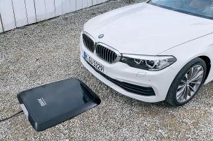 BMW 530e lädt induktiv!