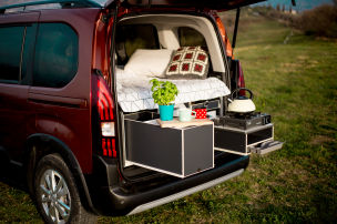 Zw�lf Campingboxen f�r VW Caddy & Co