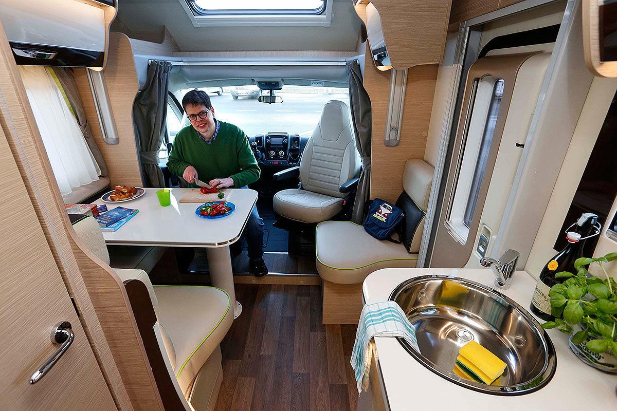 wohnmobil test forster roller team sunlight bilder. Black Bedroom Furniture Sets. Home Design Ideas