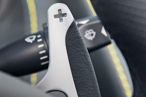 Der Vantage Roadster wird bevorzugt am Lenkrad geschaltet.