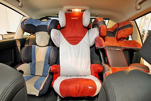 Großes Auto, wenig Platz: In den C6 passen keine drei Kindersitze nebeneinander.