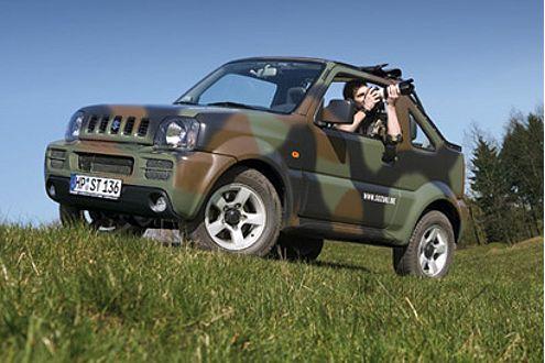 """Gut getarnt: Die militärisch gestylte Version """"Camouflage"""" des Jimny."""