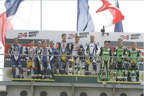 Das Sieger-Podium (v.l.): Team Suzuki SERT 1, Team Suzuki SERT 2, Team Kawasaki Moto France.
