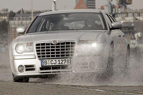 Mächtiger Kühler: Mit dem könnte man Büffel von der Straße schieben.