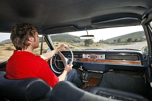 Angetrieben vom 230 PS starken V8 soll der Diplomat 206 km/h schaffen.