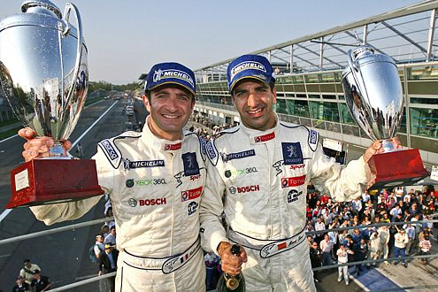Erster Sieg für den 908: Nicolas Minnassian und Marc Gené feiern den Triumph von Monza.