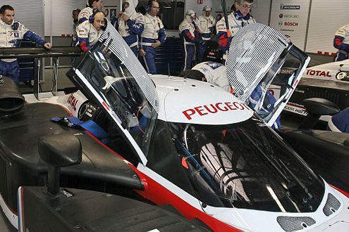 Unfreiwillig beflügelt: Die 908-Türen öffneten sich während des Rennens.
