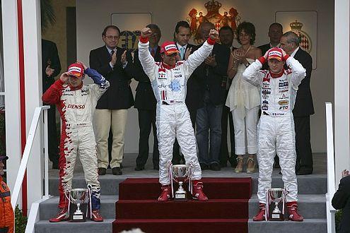 Den Siegesjubel hat Hamilton in Monaco schon geübt. 2006 siegte er hier vor Perera und Prémat in der GP-2.