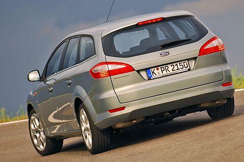 Mit seinen 1,89 Metern ist der Ford sieben Zentimeter breiter als der VW.