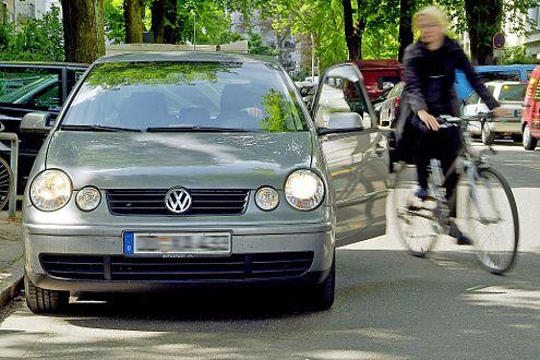 Vor allem Radfahrer werden im fließenden Verkehr gern übersehen.