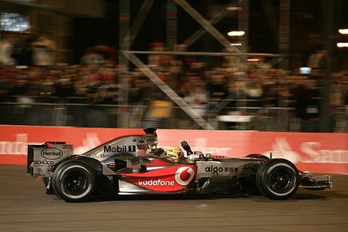 So könnte es aussehen. Lewis Hamilton bei der Präsentation des MP4-22 in Valencia am 15. Januar 2007.