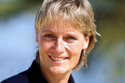 Jutta Kleinschmidt ist die erste Frau, die die Rallye Dakar gewonnen hat.