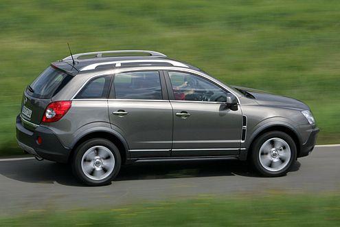 Hölzern: Federung und Agilität des Opel stehen hinter RAV4 und X3 zurück.