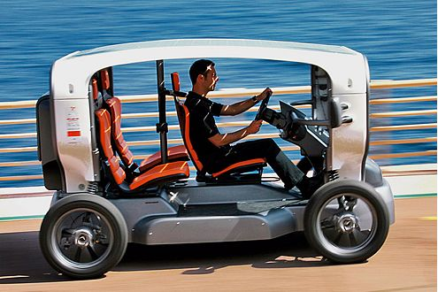 Cabrio oder Kart: Der Dreisitzer hat offene Flanken und ein Solardach.