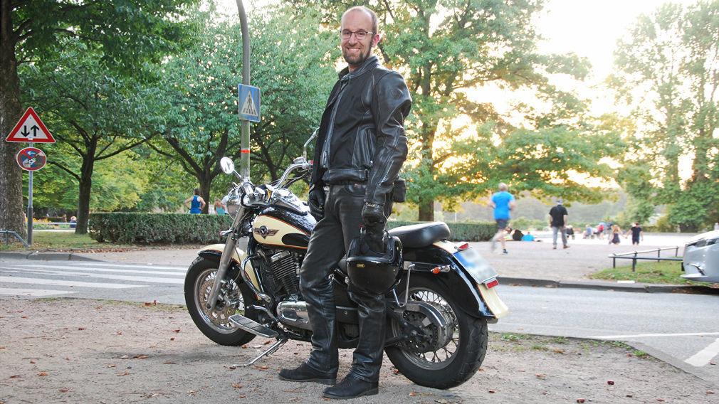 Motorradkleidung: Handschuhe, Stiefel, Jacke