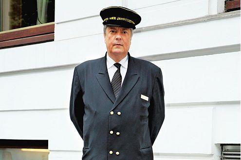 Meister Menck kennt sich mit Luxus aus: Er verglich Bentley und Mercedes.