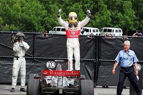 """Der """"Tiger Woods der Formel 1"""" triumphiert in seinem McLaren-Mercedes."""
