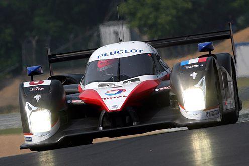 Das erste Duell der Diesel-Giganten  in Le Mans hat der Peugeot verloren.