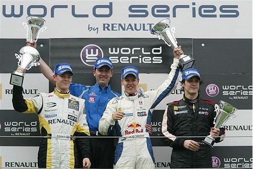 Vettel (Mitte) jubelt: Sieg auf dem Nürburgring (WSbR) im Mai 2007.