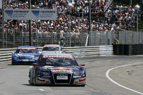 Mattias Ekström (Audi A4) liegt mit 1,5 Punkten Rückstand auf Rang zwei.
