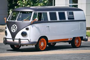 Retro-Bulli mit Elektromotor