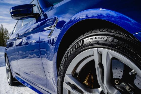 Premium-Winterreifen für Limousinen und Sportwagen