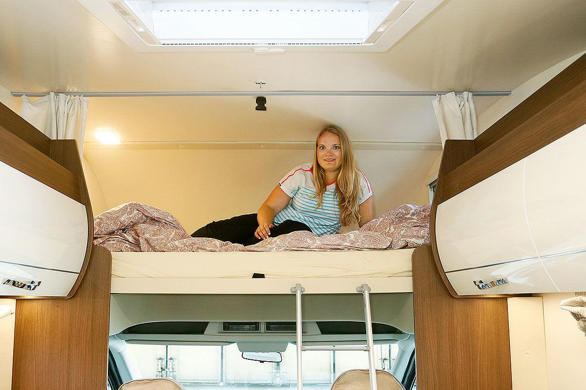 ger umige alkoven im wohnmobil test bilder. Black Bedroom Furniture Sets. Home Design Ideas