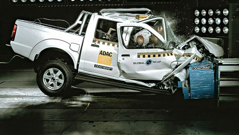 Crashtest: Nissan NP300 Hardbody
