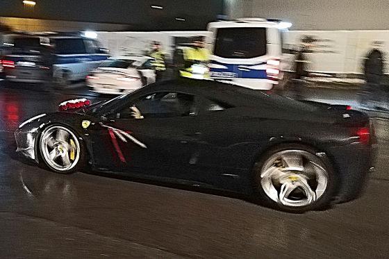 Ferrari und Porsche bei Clan-Party gestoppt
