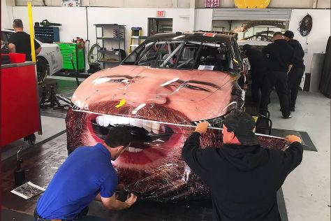 NASCAR: Verrückte Auto-Folierung